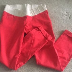 Red old navy maternity stretchy cropped pants